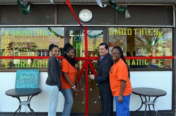 Energy Khlub celebrates opening on lower Campbell Ave.