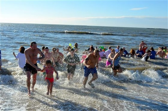 Plunge into L.I. Sound, play beach volleyball for breast cancer