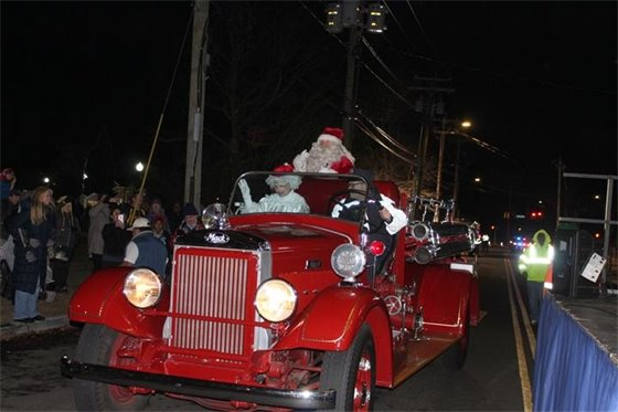 Santa and Mrs. Claus arrive